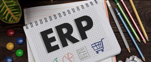 caderno sobre a mesa com escrita sobre ERP para confecção