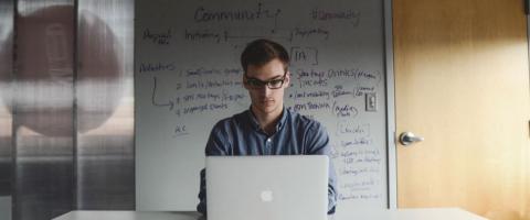 Empreendedor buscando implantar ERP na empresa.